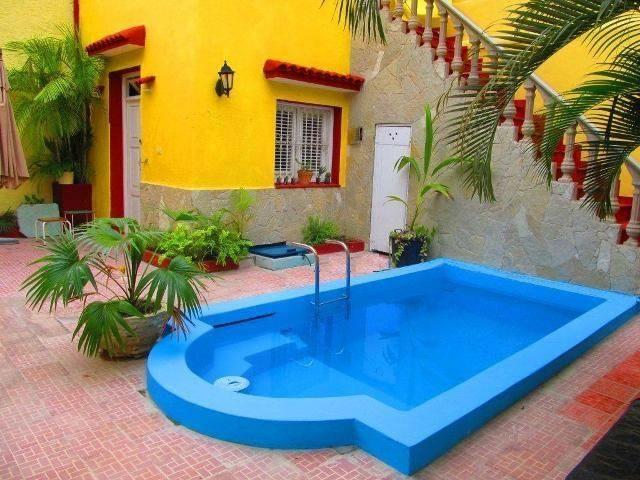 La casona de holguin casa particular cuba for Casas con piscina en cuba